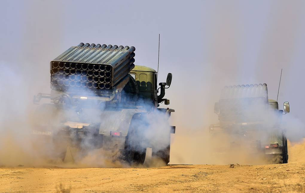 Russian artillery troops in Tajikistan practice fire under ...