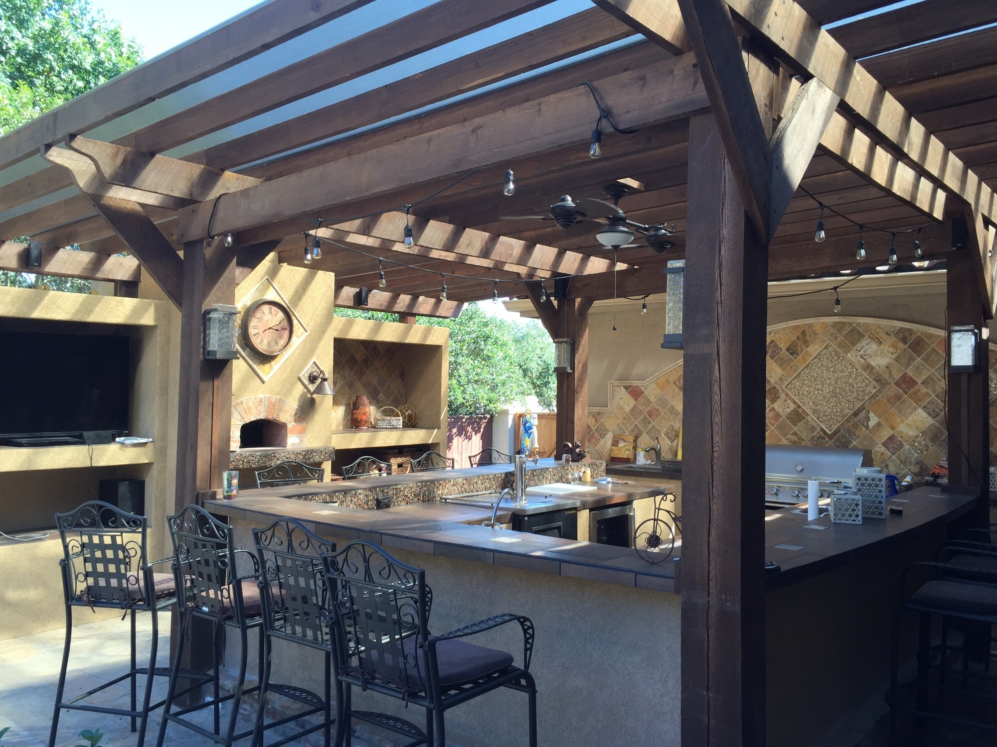 7 Things You Need to Include in Your Backyard Kitchen