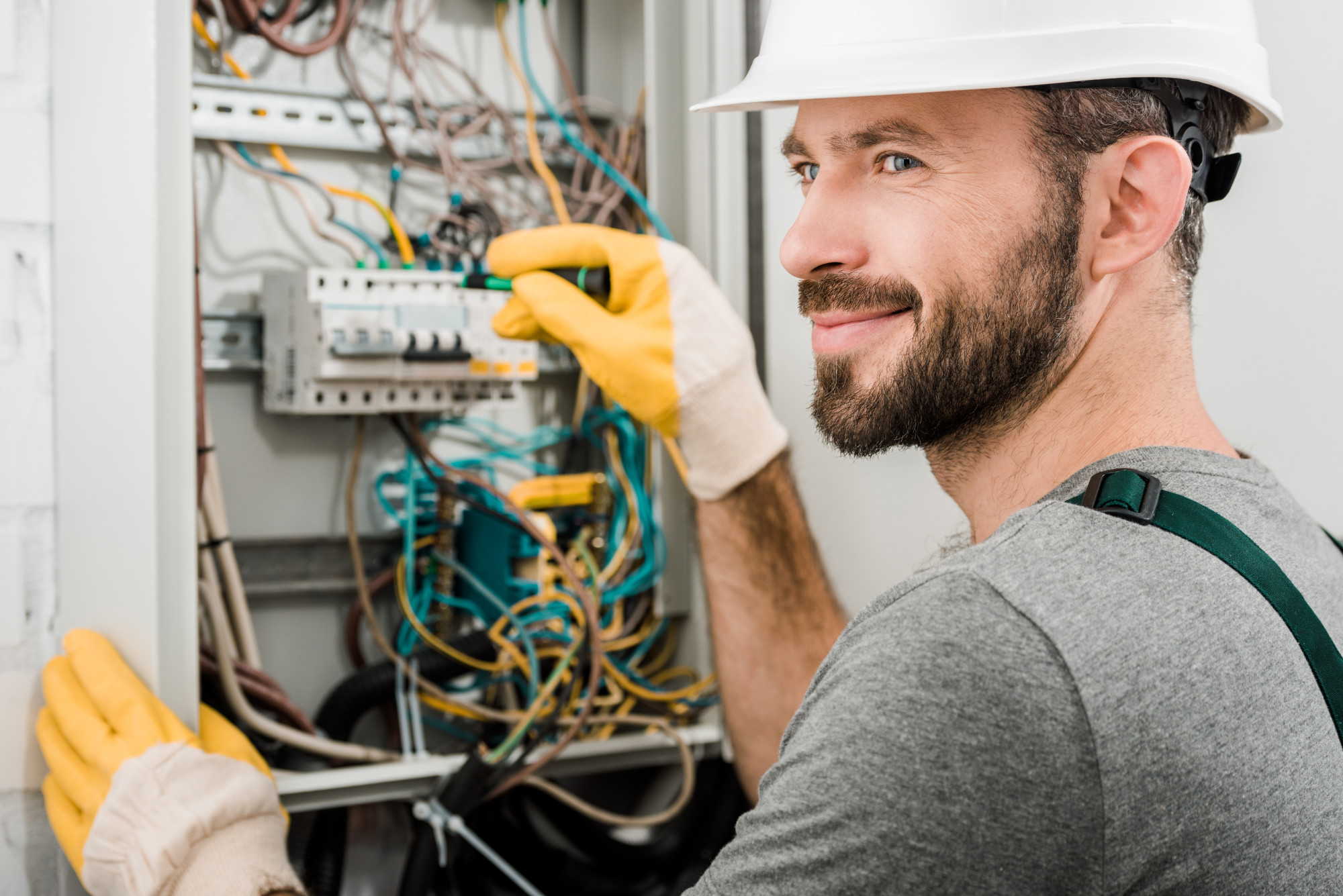 5 Simple Tips to Find a Good Electrician for Your Home
