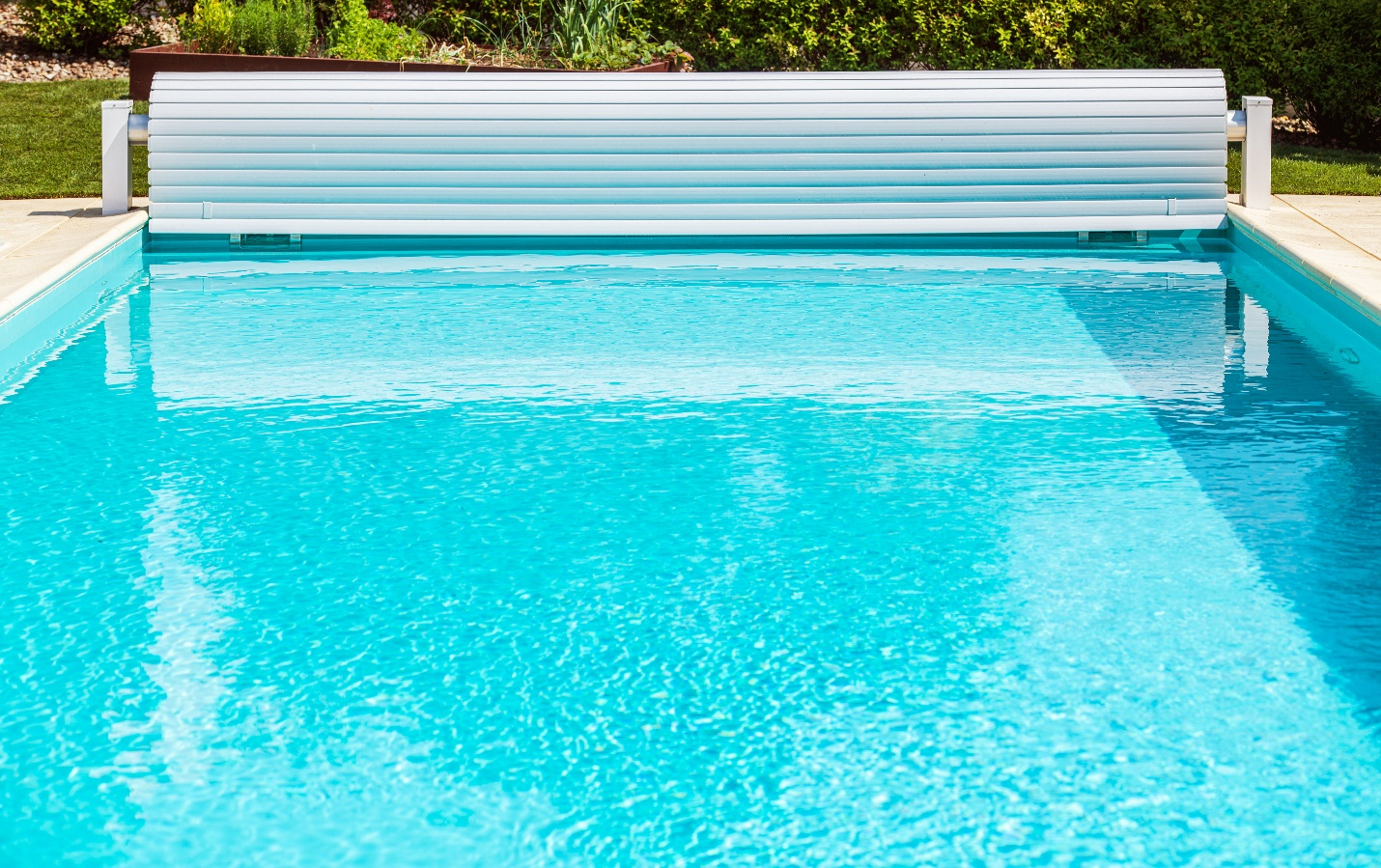 5 Advantages of Having a Cover for Your Swimming Pool